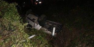 TEM'de kontrolden çıkan araç su kanalına uçtu: 2 yaralı