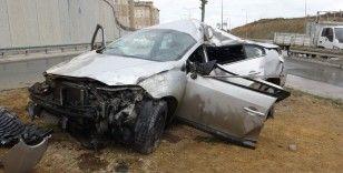 Başakşehir'de takla atan otomobilde 2 kişi yaralandı