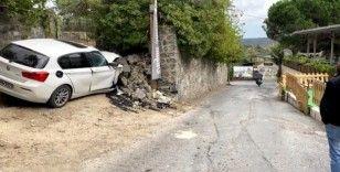 Direksiyon hakimiyetini kaybeden kadın sürücü istinat duvarına çarptı