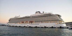 Kuşadası'na Yunanistan üzerinden lüks kruvaziyerle, 482 turist geldi