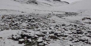 Kars'ta kar ile hava sıcaklığı eksi 5 dereceye düştü