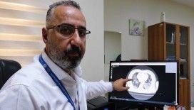 Aşısız hastaların akciğer tomografisini paylaşarak uyardı