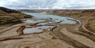Suyu 1 kilometre çekildi, barajın son görüntüsü korkuttu