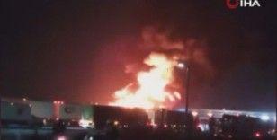 Meksika'da kaza yapan petrol tankeri alev alev yandı