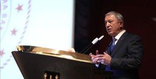 Bakan Akar: Yunanistan'daki bazı siyasiler, ikili ilişkileri bozmak için gerilimi tırmandırıyor