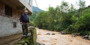 Şiddetli yağışlarda tek sığınakları evlerinin karşısındaki cami