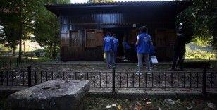 Düzce'de gönüllü gençler ecdat yadigarı asırlık camileri temizledi