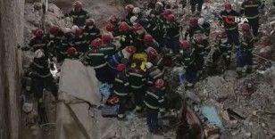 Gürcistan'da çöken binadan 8 saat sonra 1 kişi kurtarıldı