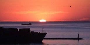 İskenderun Körfezi'nde kartpostallık gün batımı manzarası