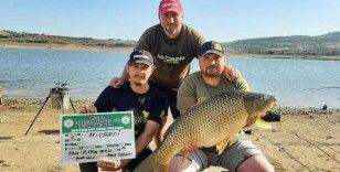 12 kilo 650 gramlık en büyük sazan balığı tutarak 7 bin lirayı kaptılar