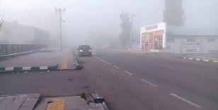 Göle'de etkili olan yoğun sis trafiği olumsuz yönde etkiliyor