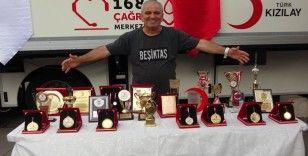 6 dünya rekoru kıran kan bağışçısına plaket
