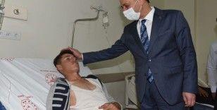 Vali Erin kazada yaralanan öğrencileri ziyaret etti