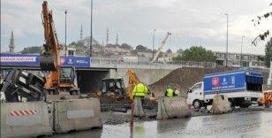 Unkapanı Kavşağı yenileme çalışması sırasında İSKİ'ye ait su borusu patladı