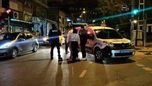 Maltepe'de yolun karşısına geçen kadına otomobil çarptığı anlar kamerada