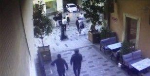"""Taksim'de ortalığı karıştıran silahlı kavga: """"Yolu açın"""" deyince kalçasından vuruldu"""