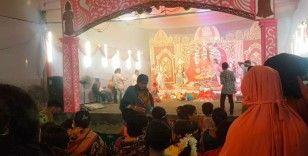 Bangladeş'te 'Durgapuja' kutlamaları renkli görüntülerle sürüyor