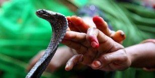 Hindistan'da eşini piton yılanıyla öldüren adama iki kez müebbet