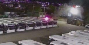 Rusya'da havai fişekler belediye otobüsünün üstüne düştü
