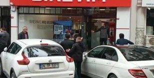 Bir şahıs, Birevim şubesinin önünde üzerine benzin dökerek intihara teşebbüs etti