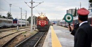 Bakü-Tiflis-Kars Demir Yolu'ndaki 'yapısal engeller' kalkacak, yük taşımacılığı artacak