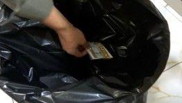 200 bin lirayı çöpe attı, oğlunun dikkati parayı kurtardı
