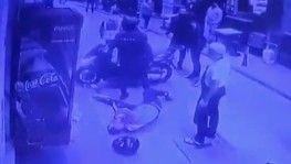Polisten kaçan motosikletliyi bir tekmeyle yere serdi