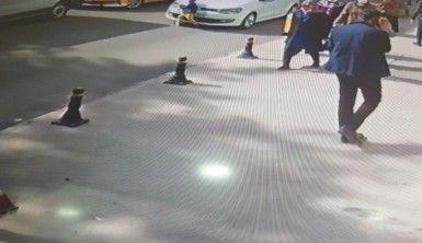 Aniden yola fırlayan çocuğa otomobilin çarptığı anlar güvenlik kamerasında