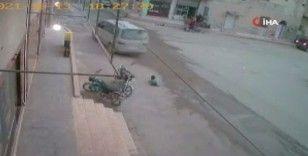 Suriye'de üzerinden araç geçen çocuk ölümden döndü