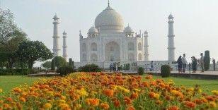 Hindistan Kovid-19 salgınının başından bu yana ilk kez yabancı turistlere kapılarını açtı