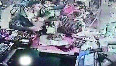 Esenyurt'ta kadın hırsızlar yakalanınca soyunma numarası yapıp kaçtı