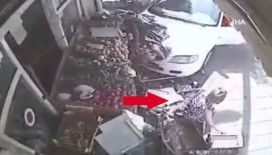 Aracın çarptığı kadın hiçbir şey olmamış gibi alışverişe devam etti