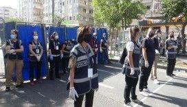 Diyarbakır'da kadın polisler kadınlar için yapılan mitingde kuş uçurtmadılar