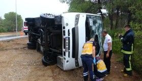 Antalya'da tur midibüsü devrildi: 7'si Rus, 8 yaralı