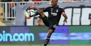 Beşiktaş'ta Atiba Hutchinson sakatlandı