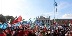 İtalya'da işçi sendikalarından faşizm karşıtı miting