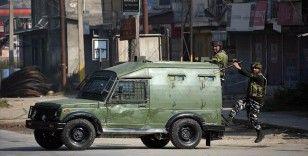 Hindistan'ın Cammu Keşmir bölgesinde çıkan çatışmalarda 2'si sivil 8 kişi öldü