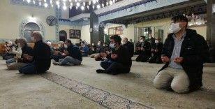 İzmir'de Mevlit Kandili dualarla idrak edildi
