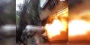 Faciayı engellemek için yanan tüp gazı sırtına alarak binadan çıkardı