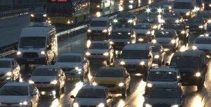 İstanbul'da haftanın ilk iş gününde yağmur, trafiği vurdu
