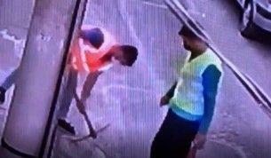 Yok artık dedirten hırsızlık kamerada, İşçi yeleği giyip fiber kablo çaldılar