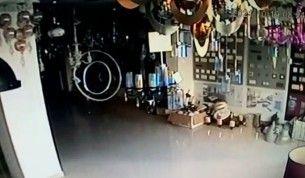 Kaş açıklarındaki deprem anı güvenlik kamerasında