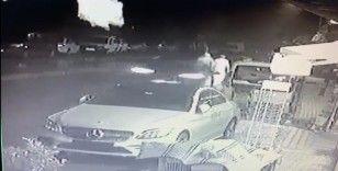 İstanbul'da alkollü sürücü dehşeti kamerada: Yol kenarındaki gence böyle çarptı