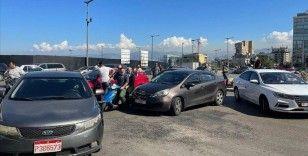Lübnanlı şoförler akaryakıt zammını protesto etmek için yolları trafiğe kapattı