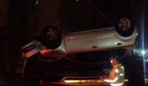 İstanbul'da otomobil 25 metreden uçtu, şoför son anda kurtuldu