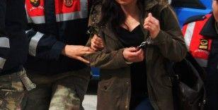 İzmir merkezli FETÖ'nün emniyet 'mahrem kadın' yapılanmasına operasyon: 32 gözaltı