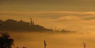 Yüksekova'da etkili olan sis kartpostallık görüntüler oluşturdu