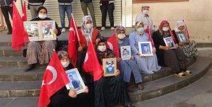 Evlat nöbetindeki anneden oğluna Kürtçe 'teslim ol' çağrısı