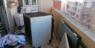 Yanan çamaşır makinesi apartman dairesini kül ediyordu